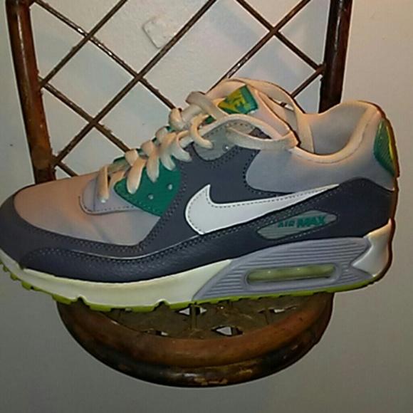 Nike air max boys shoes
